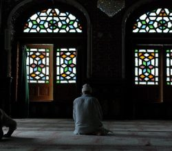muslim-praying-in-mosque