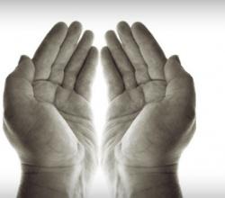 575_PrayerHands-Lorna-Dreamstime-628x519-300x247