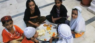 Ramadan with little Muslims: Awaiting the special guest